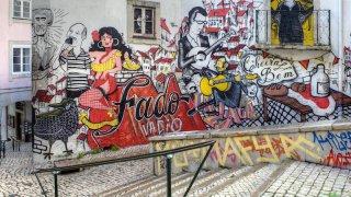 lisbonne street art - voyage portugal açores et madère - terra lusitania