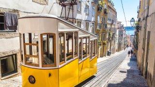lisbonne tramway - voyage portugal açores et madère - terra lusitania